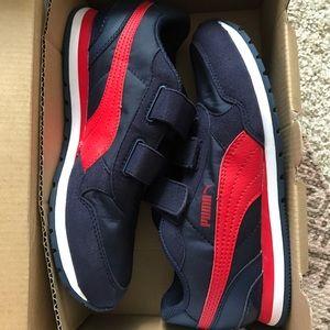 Boys Puma tennis shoe